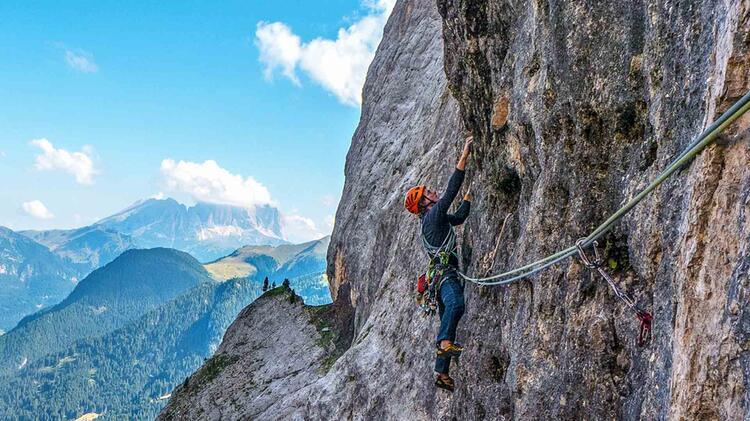 Michael Rueter Ist Bergfuehrer Bei Kletterkursen Und Hochtouren