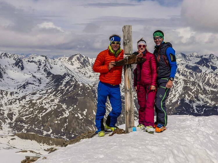 Mit Bergfuehrer Auf Der Zufallhuette Im Skitouren Gebiet Cevedale