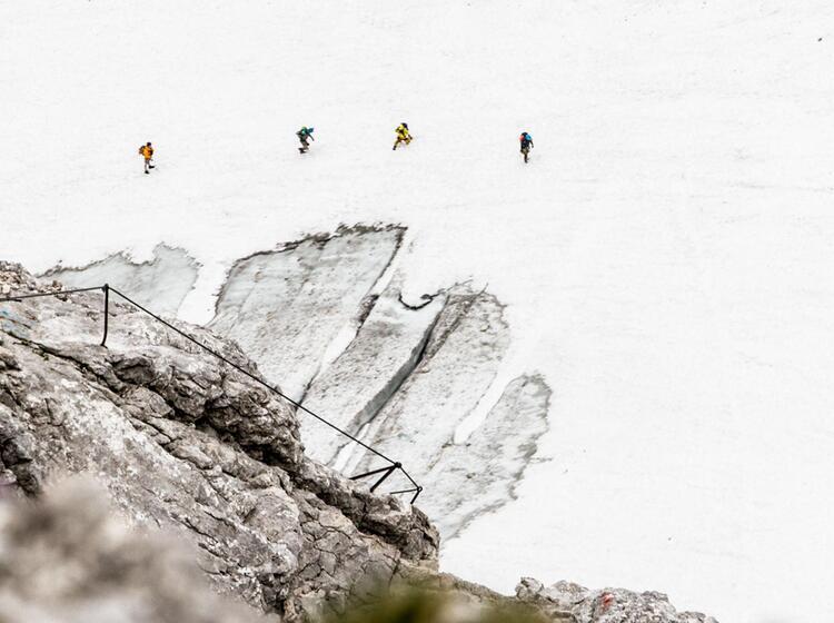 Mit Bergfuehrer Auf Die Zugspitze Klettern