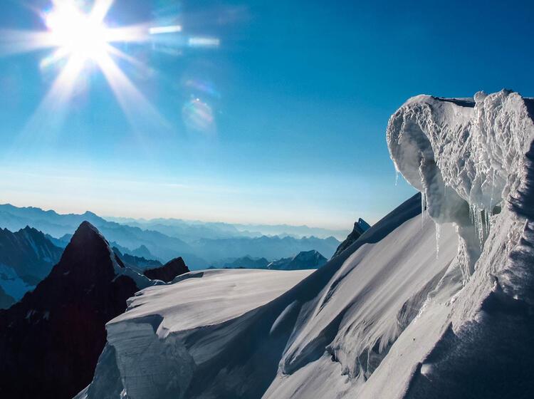 Mit Bergfuehrer Auf Hochtour Im Berner Oberland