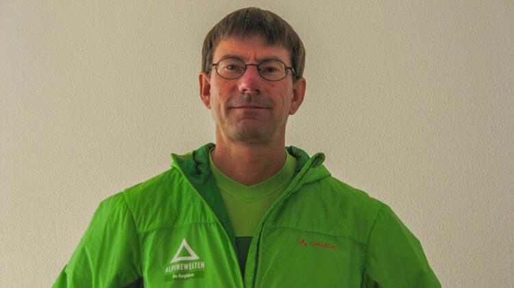 Mit Bergwanderfuehrer Karlheinz Auf Der Alpenueberquerung E5
