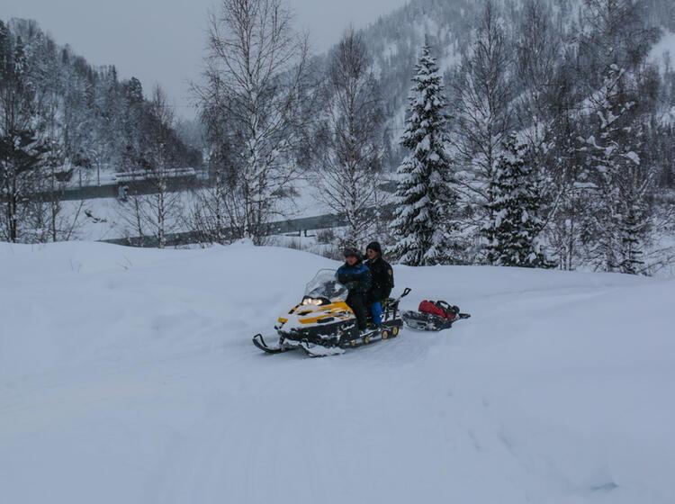 Mit Dem Skidoo Zu Den Skitourn In Sibirien Altai Mountains