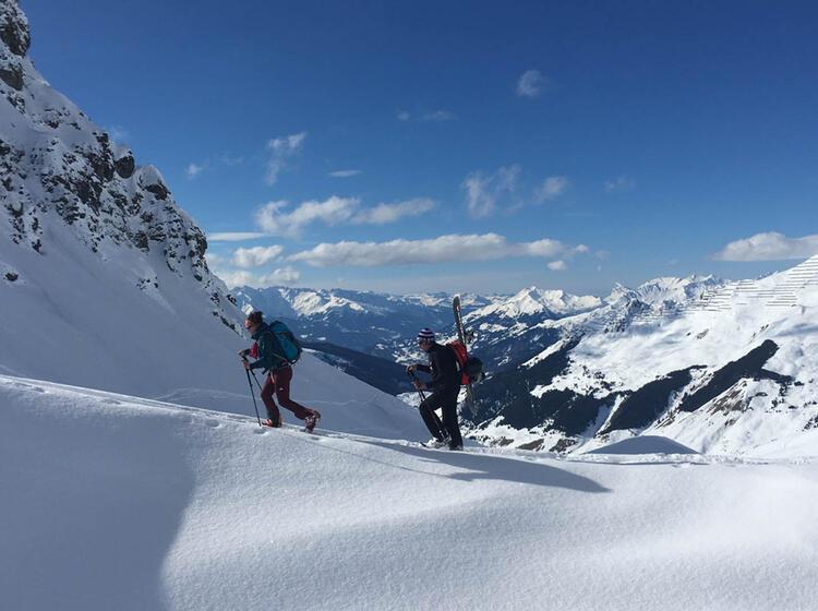 Mit Dem Snowboard Auf Dem Skitouren Kurs