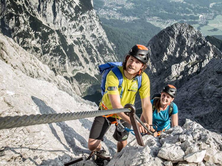 Mit Einem Bergfuehrer Ueber Die Ferrata Auf Die Alpspitze In Garmisch