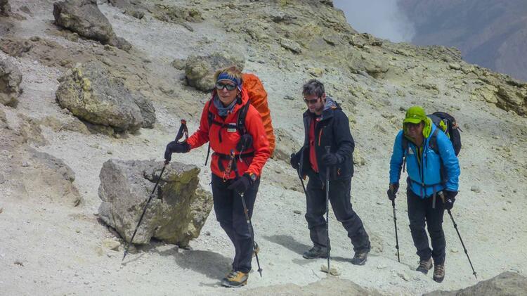 Mlynarczyk Maria Ist Bergwanderfuehrerin Im Iran Auf Dem Weg Zum Damavand