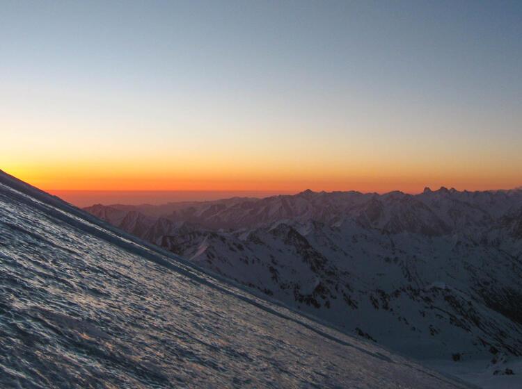 Morgenda Mmerung Am Elbrus Auf Der Skitourenreise