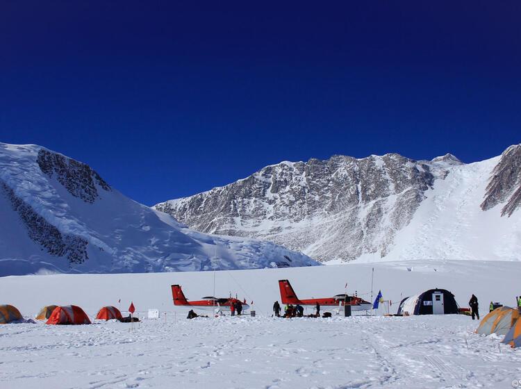 Mount Vinson Basecamp Mit Mount Vinson Im Hintergrund Ale 40698545857