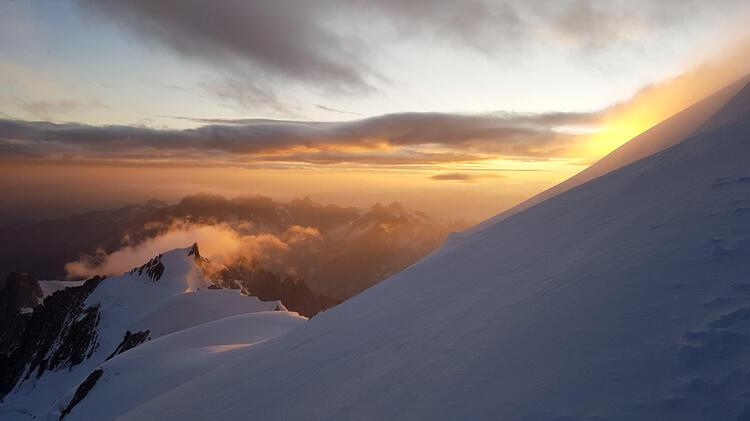 Mt Blanc Bossesgrat Sonnenaufgang