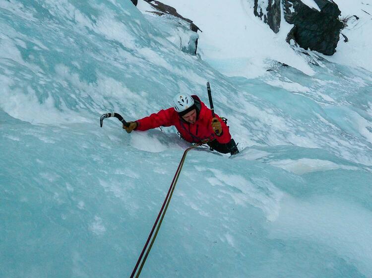 Nachstieg Beim Eisklettern In Norwegen