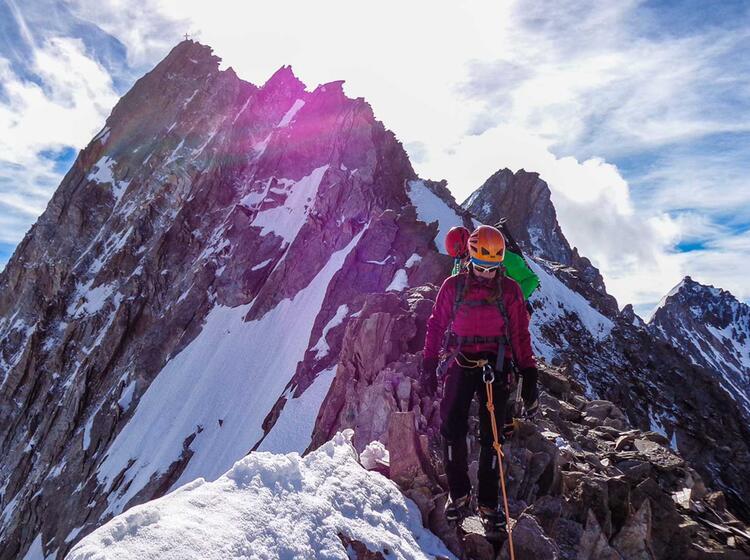 Nadelgrat Kletterei Mit Bergfuehrer Auf Der Hochtour