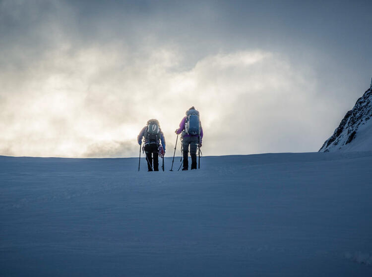 Nebel Auf Dem Gletscher Im Wallis Mit Bergfuehrer 1