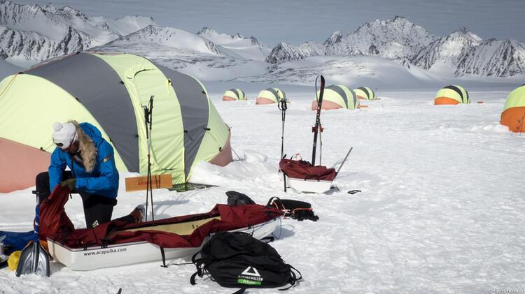 Packen Der Pulkas In Union Glacier