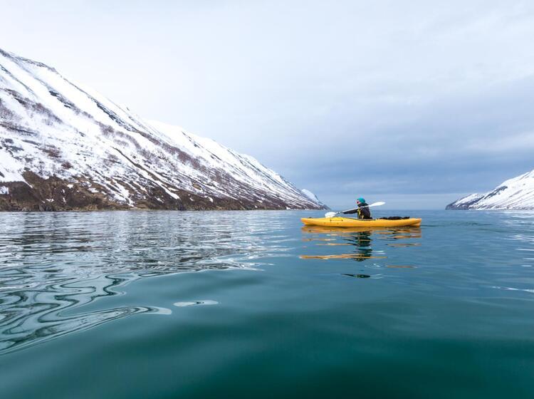 Paddeln Vom Katamaran Aus Bei Der Skitourenreise Kamtschatka