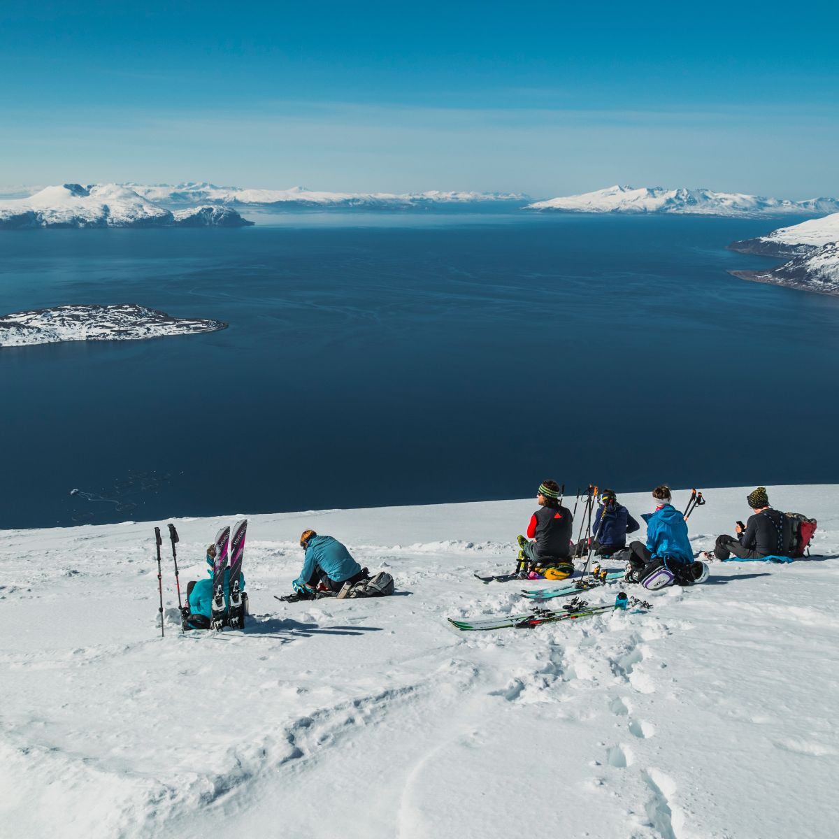 pause-bei-der-gefuehrten-skitouren-woche-vom-boot-in-norwegen-lyngen.jpg