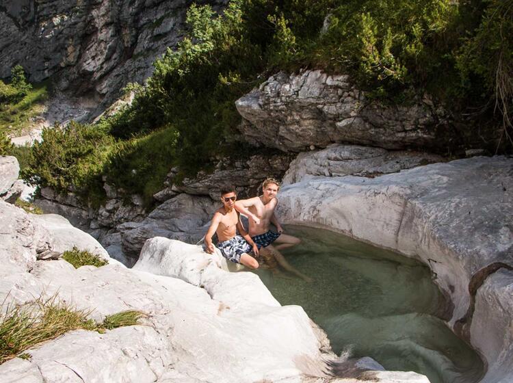 Pause Oberhalb Der Blauen Gumpen Auf Dem Weg Zur Zugspitze