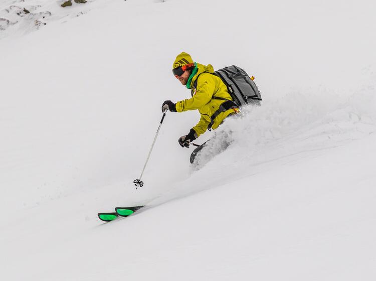 Pulverschnee Auf Der Skitourenreise Rumaenien