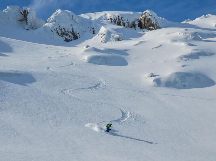 Pulverschnee Skitouren Abfahrt In Montenegro