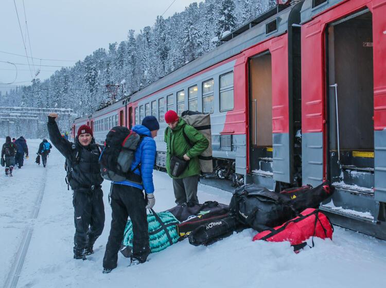Reise Mit Der Transsibirischen Eisenbahn Vom Baikalsee Zum Skitourngehen In Altai