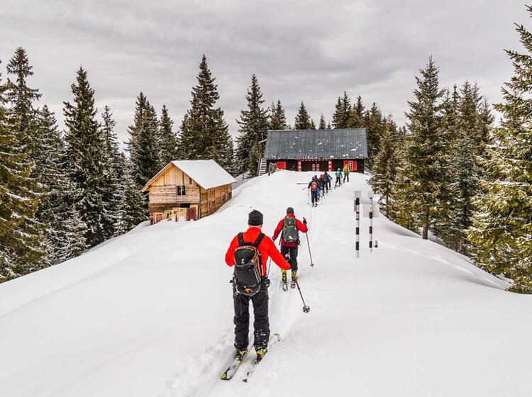 Rumaenien Gefuehrte Skitouren Reise In Den Karpaten Von Der Negoiu Huette