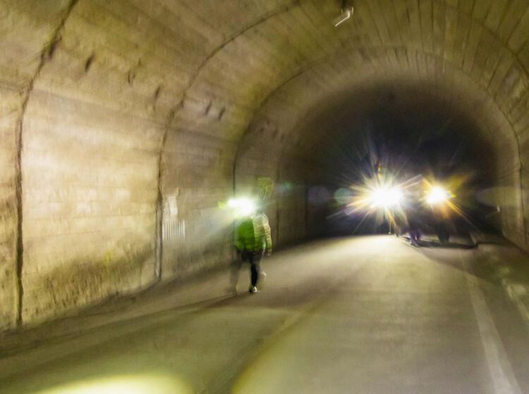 Rumaenien Skitouren Rueckweg Durch Einen Tunnel