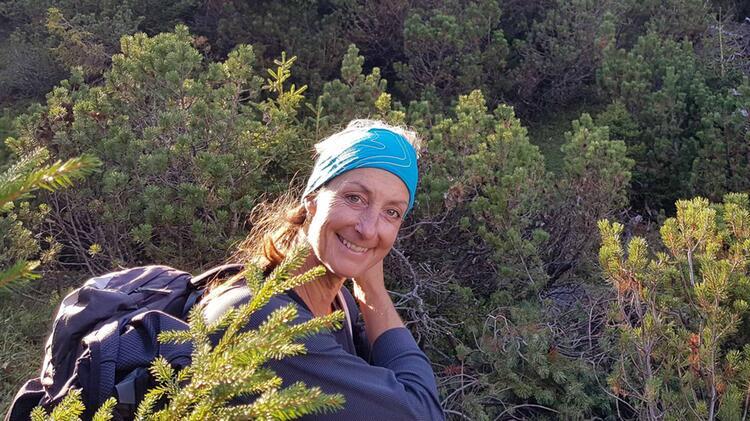 Sabine Beim Bergwandern In Suedtirol