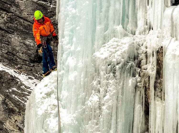 Seilschaft Beim Eisklettern Im Averstal