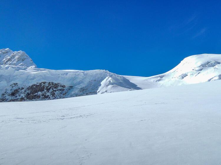 Shisha Pangma Expedition In Nepal