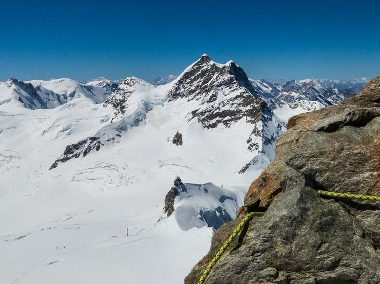Sichern Am Moench Auf Dem Weg Zum Gipfel Mit Bergfuehrer