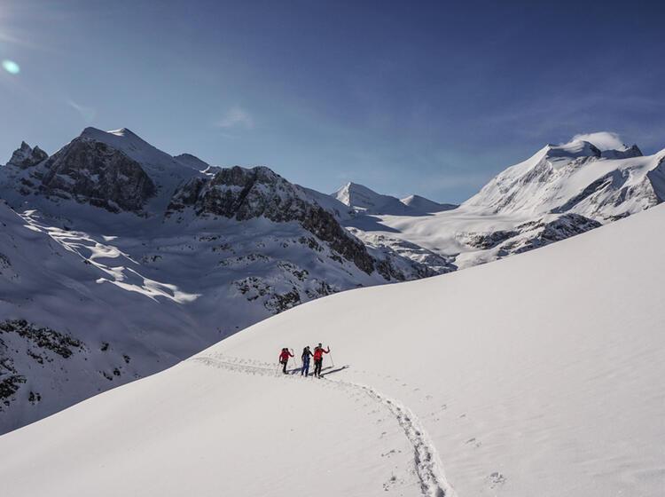 Ski Hochtour Schweiz Fuehrung Durch Einen Bergfuehrer