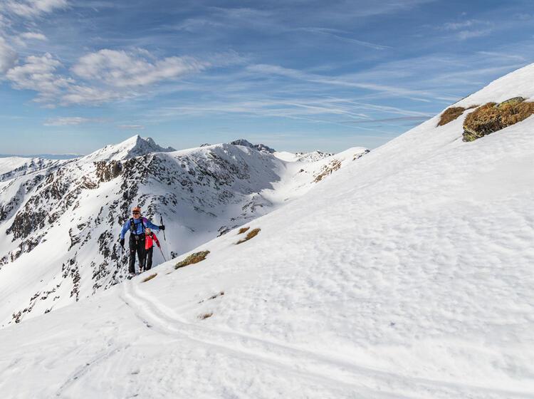 Skitour Aufstieg In Rumaenien Skitourenreise Mit Bergfuehrer