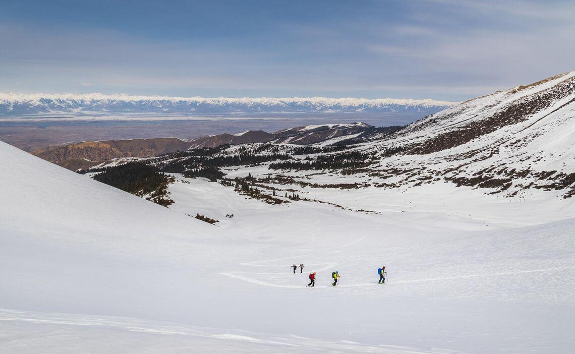 Skitour In Kirgistan Mit Blick Auf Den Issyk Kul See
