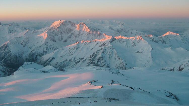 Skitour Mit Bergfuehrer Zum Elbrus