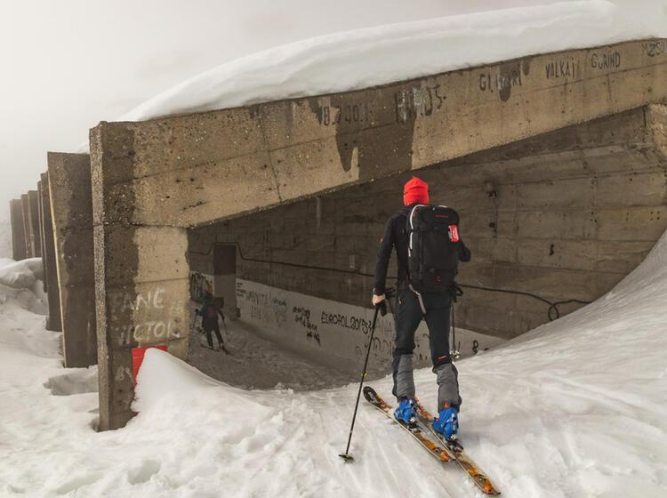 Skitour Mit Rueckweg Durch Das Tunnel In Rumaenien