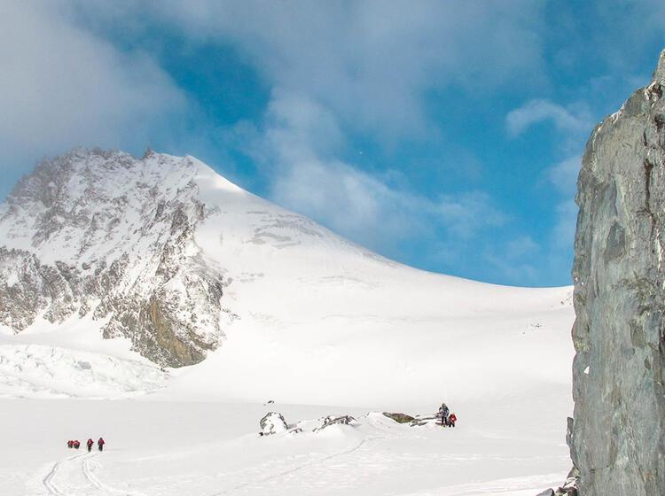 Skitour Zum Strahlhorn Mit Bergfuehrer