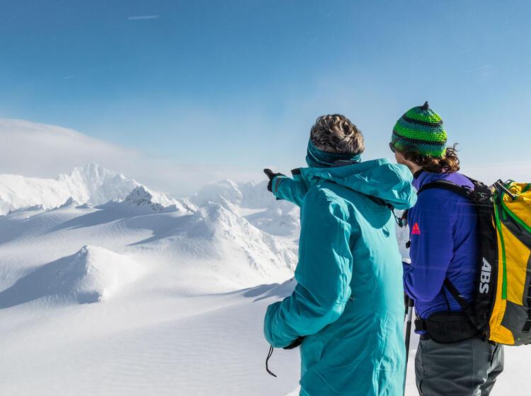 Skitouren Am Lyngen Fjord In Nordnorwegen