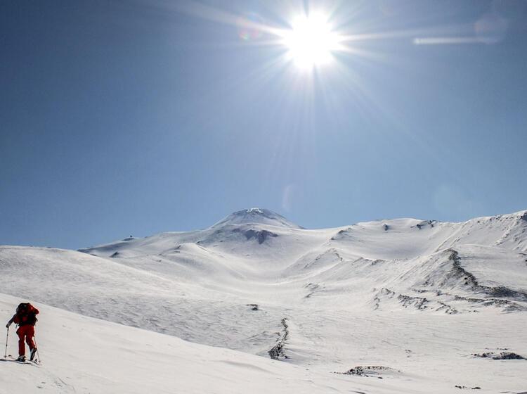 Skitouren Mit Schiff In Kamtschatka