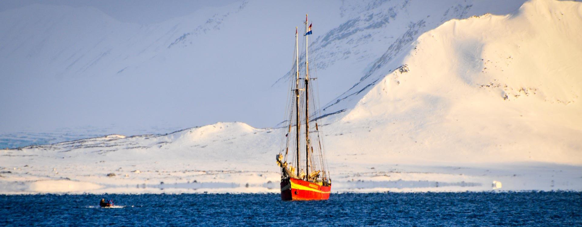 skitouren-svalbard-spitzbergen-mit-dem-boot.jpg