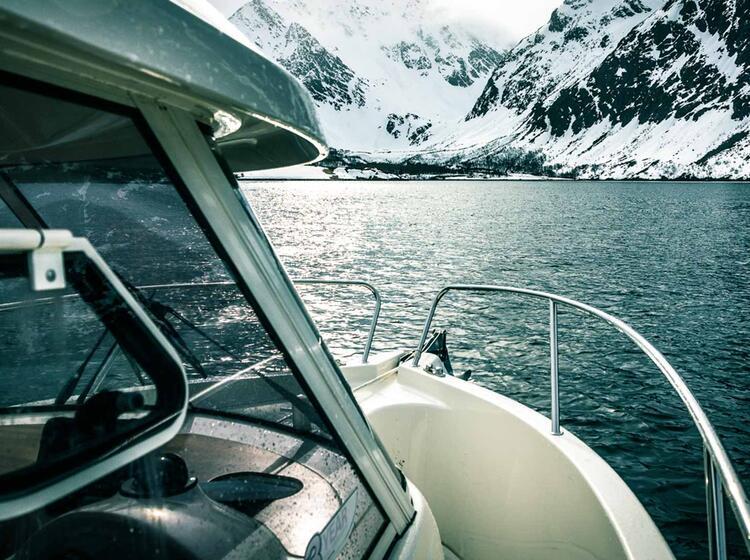 Skitouren Vom Boot In Den Lyngenalpen