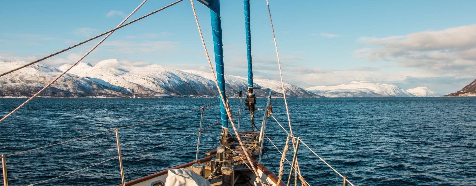 skitouren-vom-schiff-in-norwegen.jpg