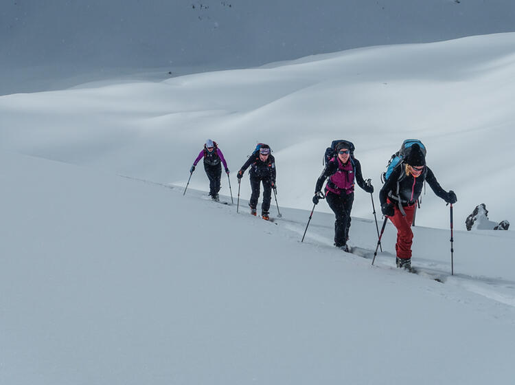 Skitourengeher Im Aufstieg Im Val Muestair