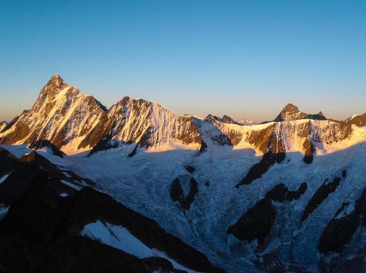 Sonnenaufgang Am Schreckhorn Auf Hochtour