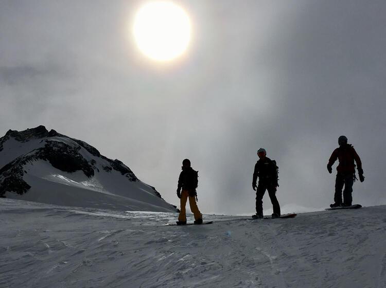 Splitboarder Auf Skitour Am Kurs
