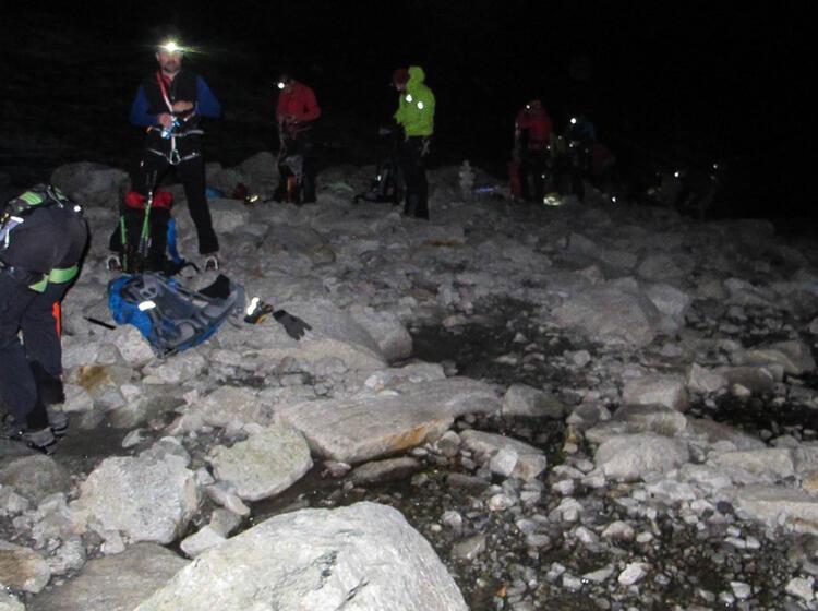 Steigeisen Anziehen Am Gletscher Zum Grossvenediger