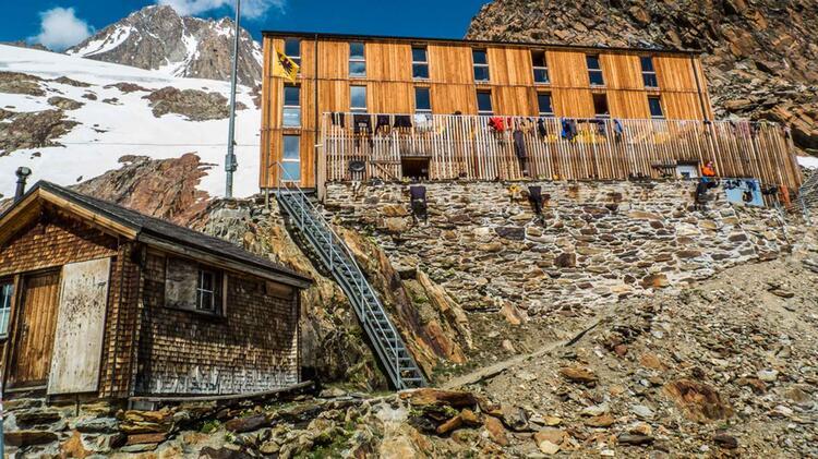 Stuezpunkt Auf Der Finsteraarhornhuette Am Gletscher Trekking