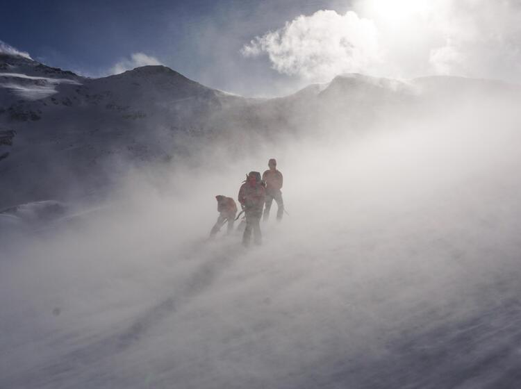Sturm Auf Der Tour Du Ciel Mit Bergfuehrer Im Wallis