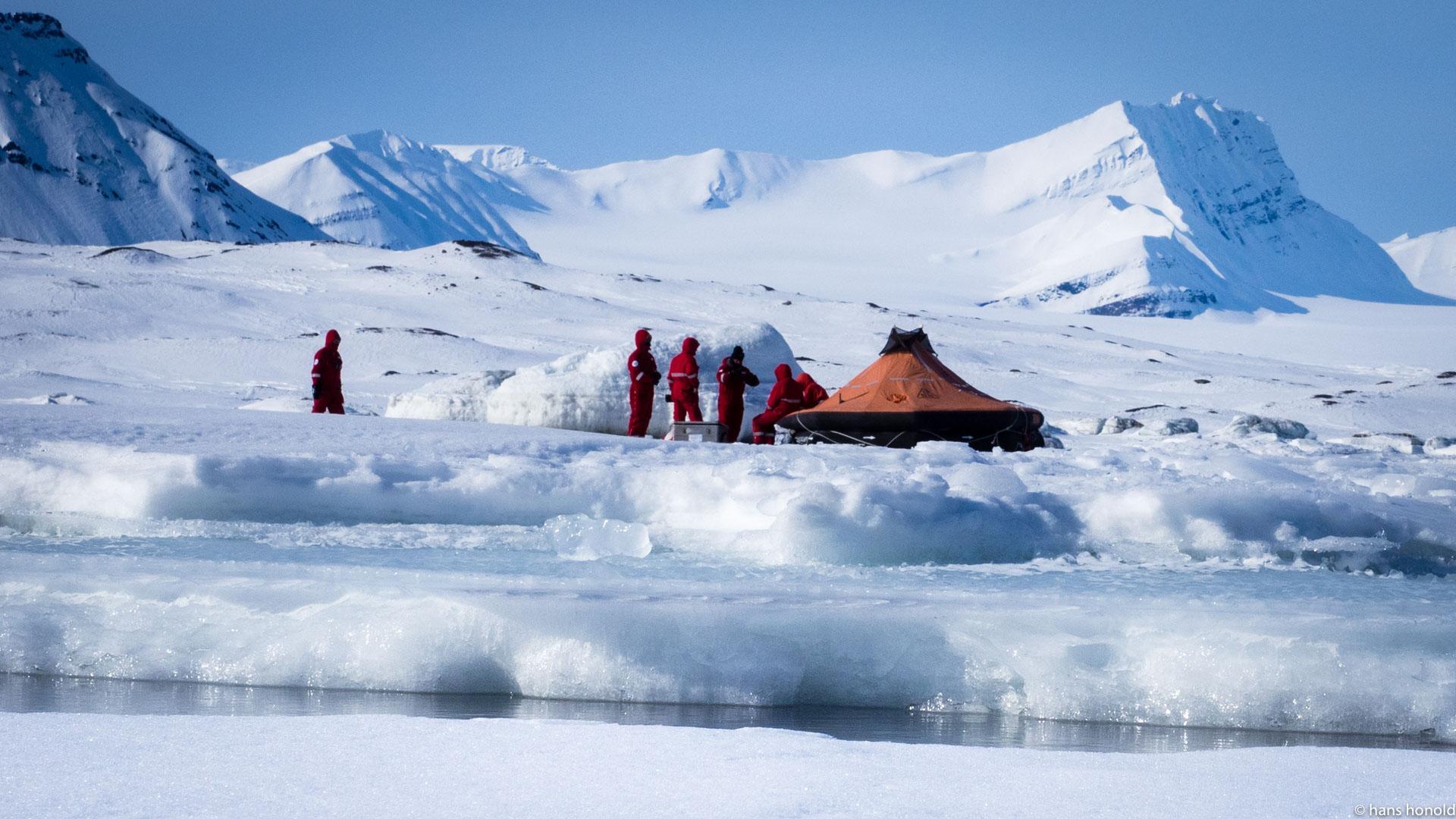 Rettungsinsel auf Spitzbergen