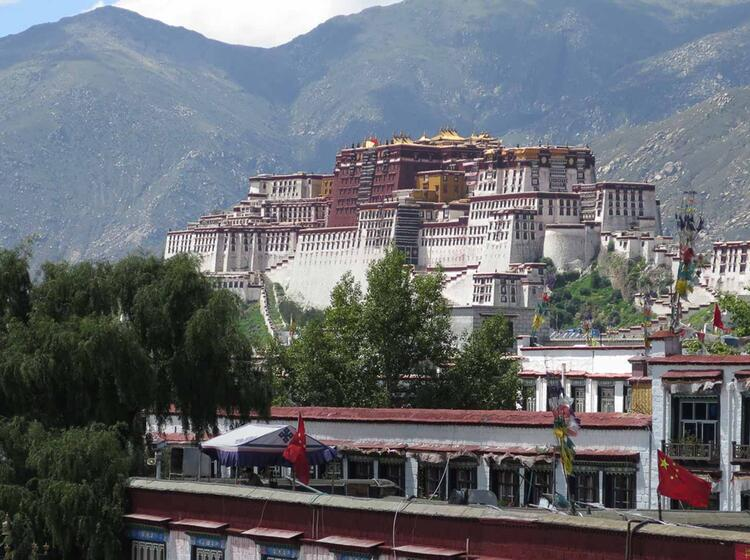 Tibetische Kloester Auf Dem Weg Zum Cho Oyu