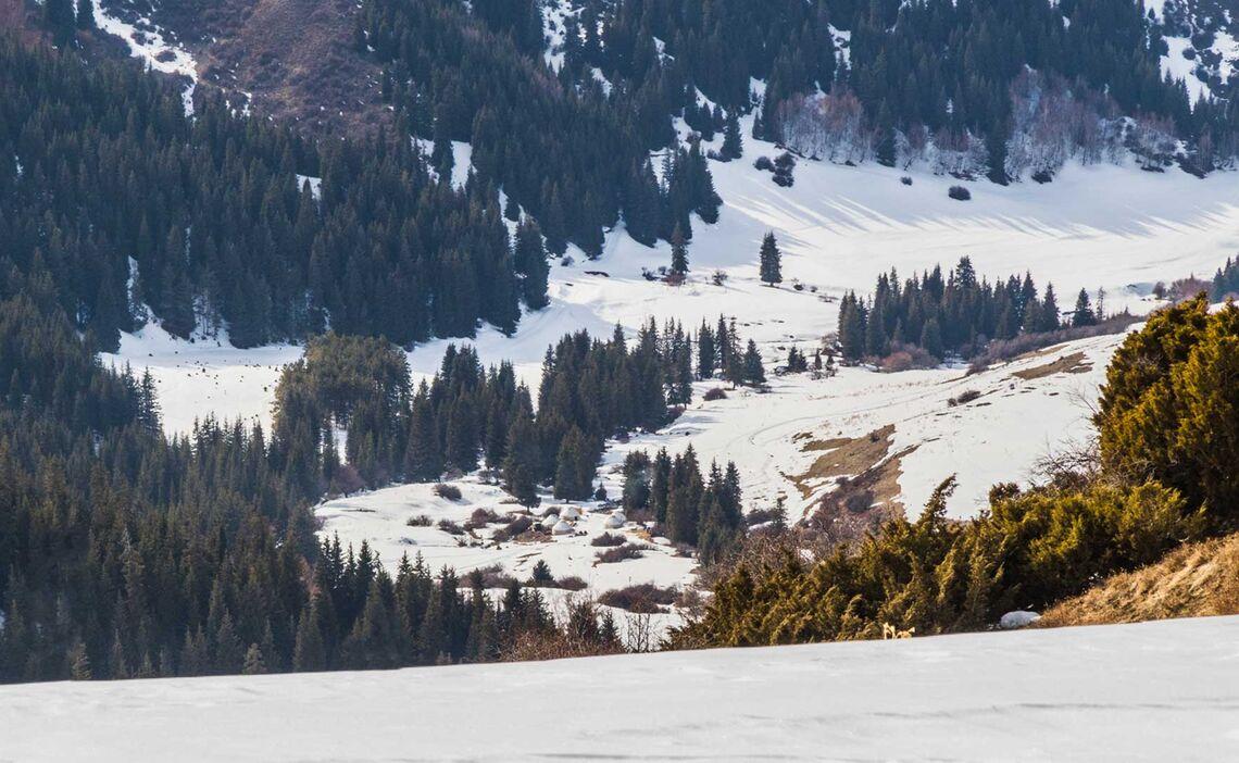 Traumhafte Lage Des Yurten Camp In Kirgistan Fuer Die Skitouren Woche Mit Bergfuehrer