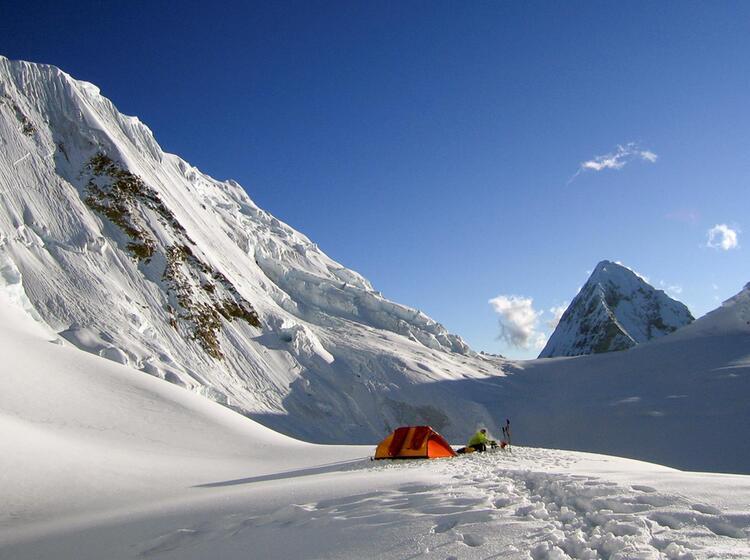 Traumhafter Platz Fuer Das Zelt Unter Dem Alpamayo