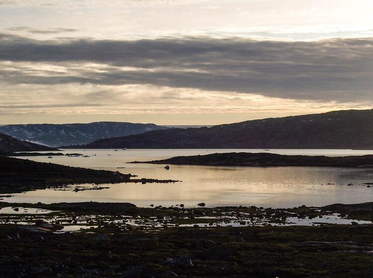 Um Mitternacht Am Fjord Ostgroenland Expedition Zelttrekking